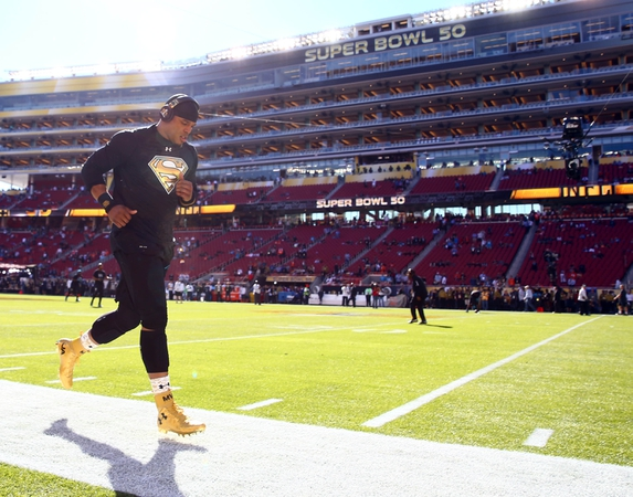 Carolina Panthers quarterback Cam Newton warms up before Super Bowl 50 against the Denver Broncos at Levi's Stadium.