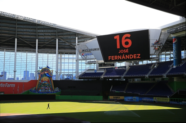 Marlins Park honors starting pitcher Jose Fernandez after he was killed in a boating accident. The game between the Atlanta Braves and Marlins was cancelled.