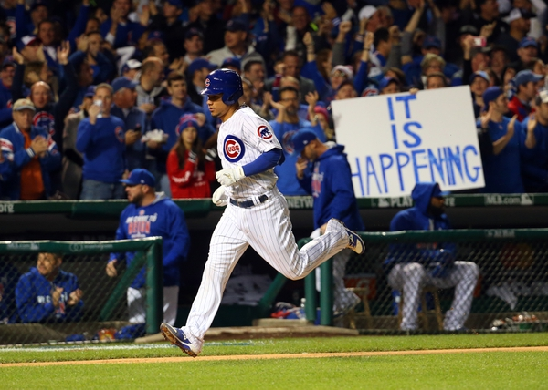 Chicago Cubs catcher Willson Contreras (40) rounds the bases after hitting a solo home run against the Los Angeles Dodgers during the fourth inning of game six of the 2016 NLCS playoff baseball series at Wrigley Field.