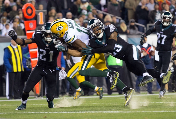 Green Bay Packers wide receiver Davante Adams (17) catches a touchdown pass past Philadelphia Eagles cornerback Leodis McKelvin (21) and free safety Rodney McLeod (23) during the first quarter at Lincoln Financial Field.