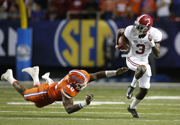 Alabama Crimson Tide wide receiver Calvin Ridley (3) runs the ball against Florida Gators linebacker Jarrad Davis (40) during the second quarter of the SEC Championship college football game at Georgia Dome.